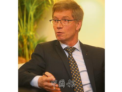 拜耳動物保健事業政策及企業利益關係事務部總監諾博特醫生(Norbert Mencke)強調,進一步提升寄生蟲病學、人畜共通傳染病和蟲媒傳染疾病知識和研究,對於寵物健康、人類健康,甚至是公共衛生利益都非常重要。