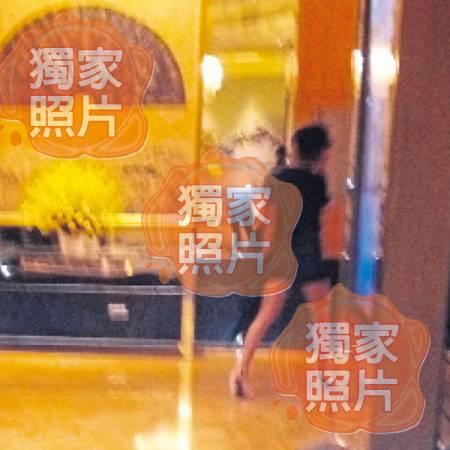 言承旭來馬與林志玲甜蜜約會,身穿熱褲的林志玲露出長腿,但全程小心翼翼,發現被認出,馬上秒速閃進酒店。(獨家照片:覃小萍)