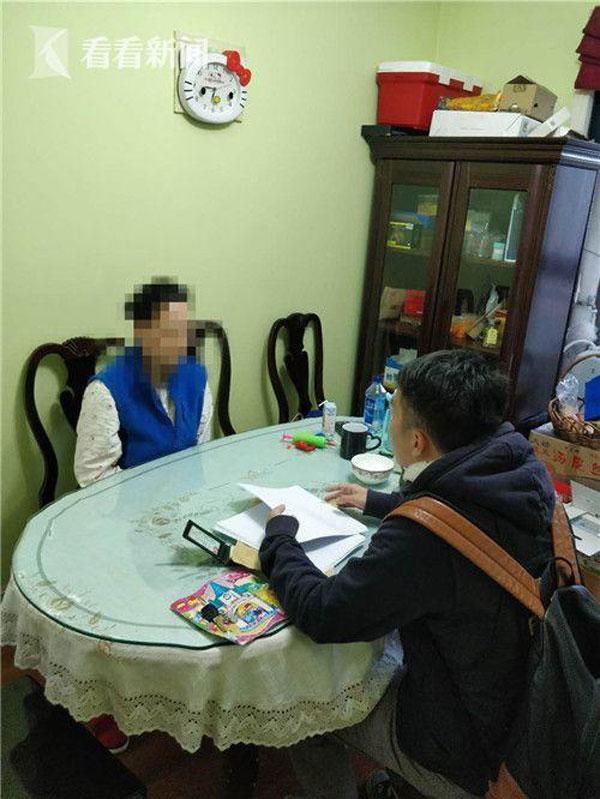 警方當場向一名嫌犯錄取口供。