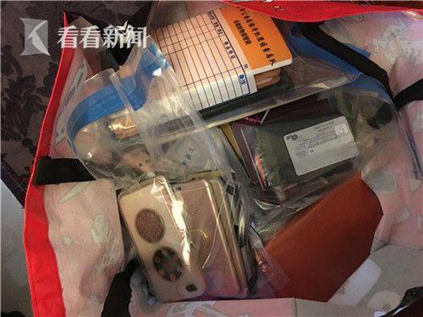 警方將嫌犯的手機與筆記本充公,展開調查。