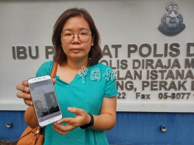 蔡依霖展示手機內近日瘋傳的面書貼文,為李天才站台。