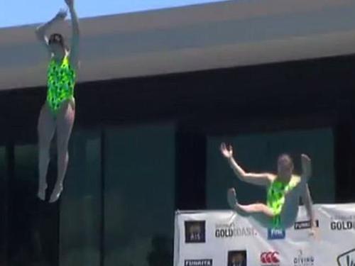 澳洲女選手滑倒瞬間。(互聯網)