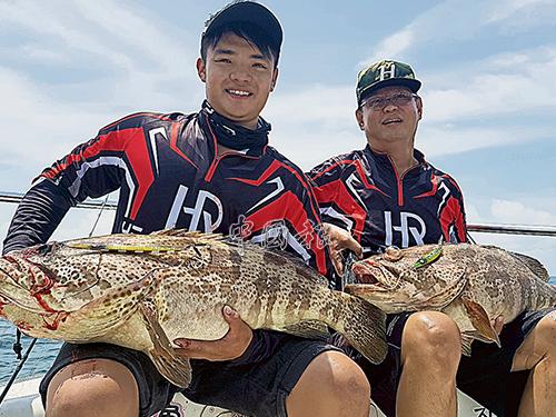 同一個釣點有時會遇上瘋狂釣況,這兩條十多公斤大石斑有可能是鄰居或兄弟,哈哈!