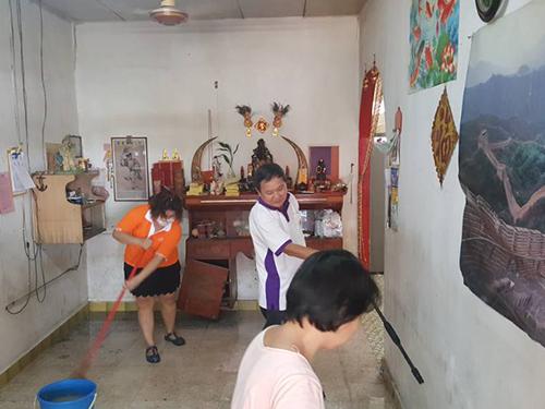 災后,七里香慈善組織與德教會紫濟閣的義工,曾前往老婦的住家清理。