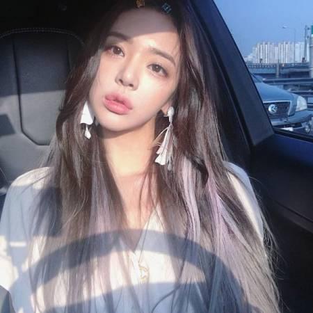 李妍華樣子甜美。