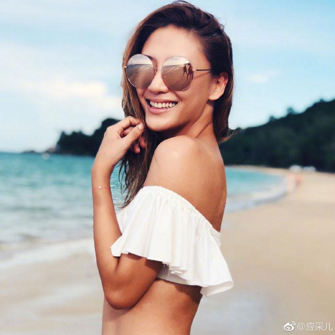 陳小春還幫老婆拍了不少絕美照。
