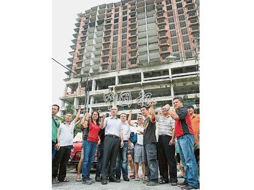 居民要求發展商馬上採取安全措施,保障居民安全。
