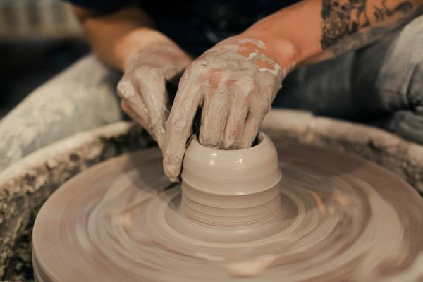 Ceramic artist )