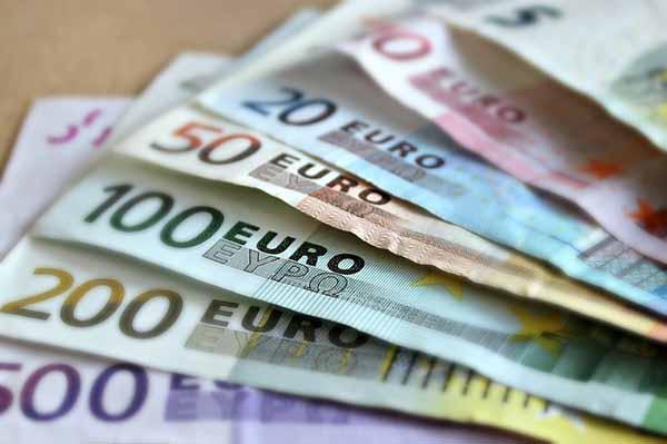 有兌換商指出,越來越多新加坡人兌換歐元出國。(檔案照)