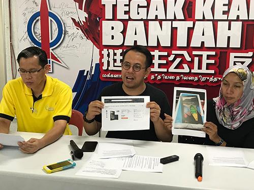 沈志強(中)在陳瑞輝(左)及西蒂陪同下,召開記者會揭發《馬來西亞前鋒報》報業集團,以高于市價114%的價格售賣平板電腦予中央政府。