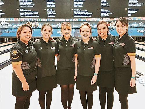 莎琳朱基菲(左起)、謝美蘭、西蒂莎菲雅、冼麗瑩、娜塔莎羅斯蘭和塞達杜阿菲花,幫助大馬隊重返世界巔峰。(Atlet Malaysia推特照片)