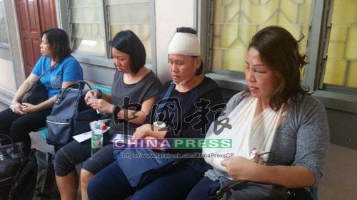 楊秀玲(右)與3名妹妹返鄉奔喪,遇上長巴和羅厘連環撞。