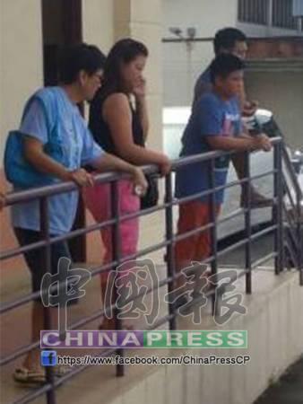 死者陳桂花的母親及妹妹家人,在醫院太平間瞭解情況。
