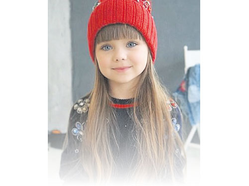 克尼亞澤夫亞外貌標致如洋娃娃。