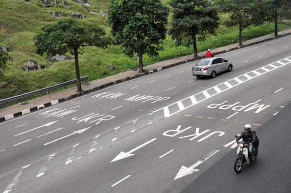 天德園大道畫上界線,區分市政廳及公共工程局的道路。(取自黃漢偉面子書)