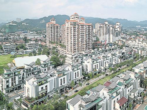 生活成本高漲抑制消費者意願,國行明年若升息也會推高房貸利息,房市未來12個月的復甦路蹣跚難行。