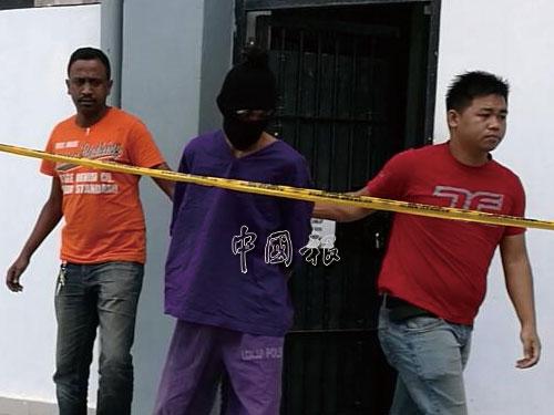 便衣警員率先將主嫌犯押離法庭。