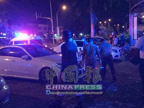 警方接獲投報後,拉隊到場調查;救護車也到場將傷者載往醫院急救。