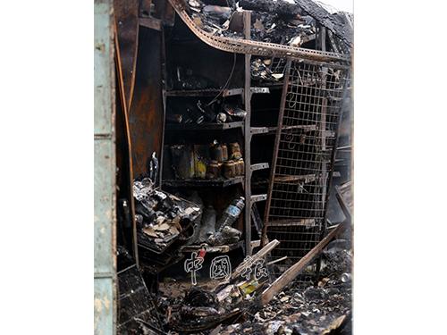 被大火蹂躪後,火災現場形同廢墟。