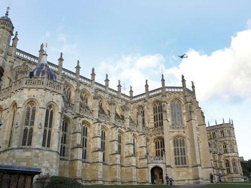 哈里王子和梅根將會在明年5月19日,于溫莎城堡聖喬治教堂完成終身大事。