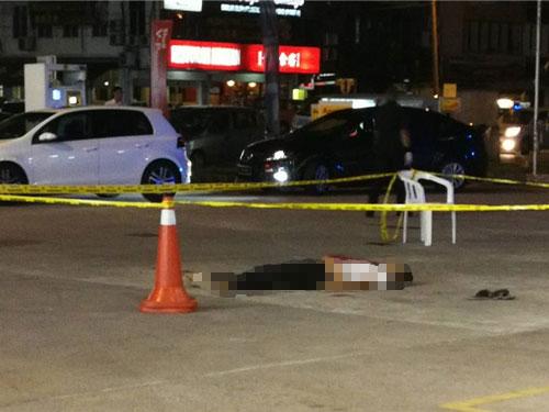 死者在警方趕到現場前已斷氣。