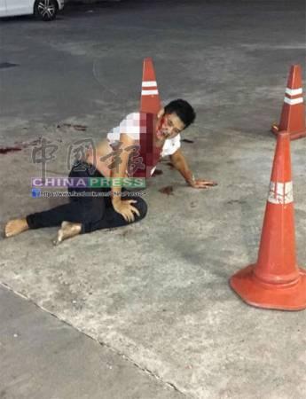 受害男子遭刺傷與撞擊后,渾身是血並身受重傷。