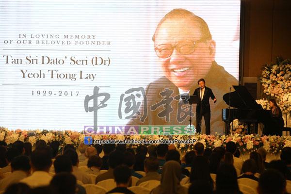 香港男高音莫華倫特前來大馬出席追思會,並為楊忠禮獻唱。