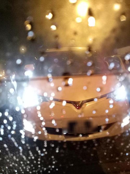 男司機事發時,駕駛豐田ESTIMA休旅車。