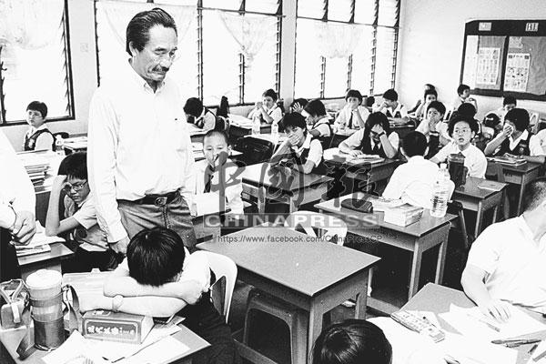 圖中空置的桌椅,乃廖婉君的座位。同學在得知她的死訊後,全班學生頓時哭成淚人。