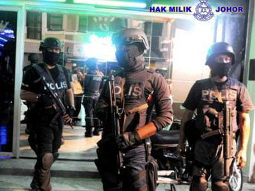 柔州警方周五凌晨展开大规模扫黑特别行动,逮捕31人。