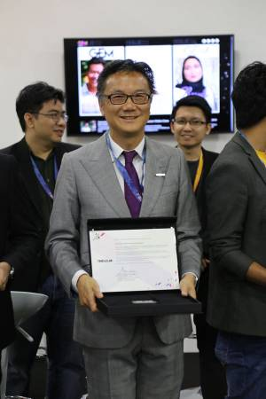 在本月初,HelloGold非常榮幸地成為Global Entrepreneurship Movement(GEM)的TENxCLUB成員之一。總執行長李駿暉手持認證,喜上眉梢。