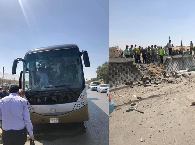 疑似遇袭的观光巴士。