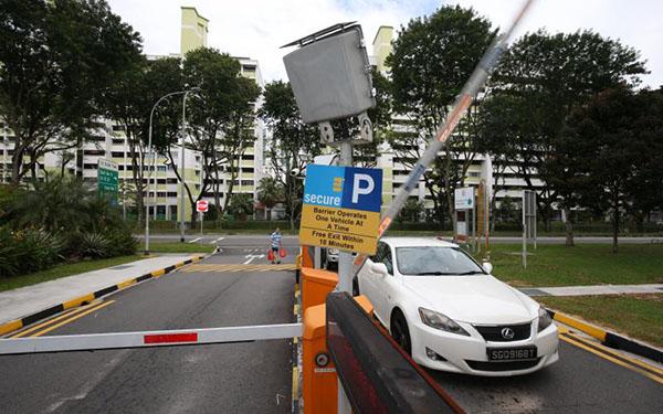 """明年起,""""駕車緊跟""""的司機將收到建屋局推出的錄像分析檢測系統監控,恐怕難以再逃避支付泊車費。∕聯早網"""