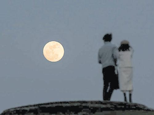 """國人在1月31日可觀賞到罕見的""""超級藍月""""月全蝕。(新華社)"""