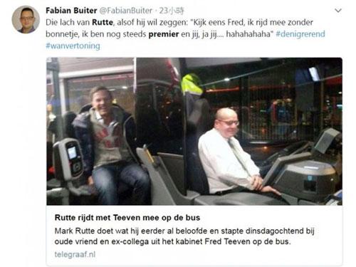 荷兰前司法部国务秘书蒂文(右)卸任后转行当起巴士司机,首相吕特(左)周二特地一身便装当乘客捧场。