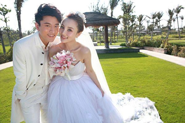 賈乃亮與李小璐于2012年結婚,兩年后還重游三亞拍攝婚紗照。