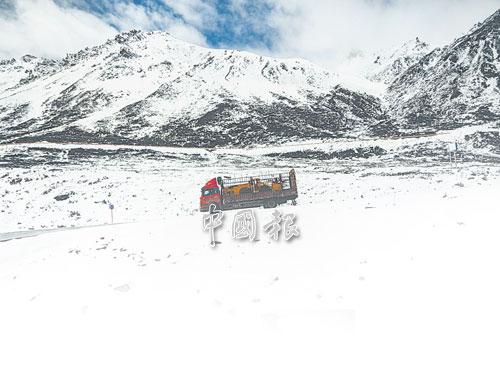 重型卡車照舊翻山越嶺。