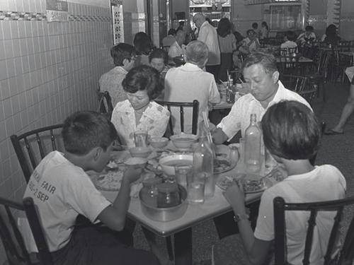 1940年代在密駝路開業的瑞記海南雞飯,在本地馳名一時,生意火紅。(檔案照)