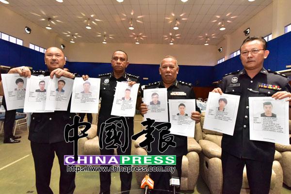 柔州總警長拿督莫哈末卡利指出,涉及新山油站殺人案的兩名嫌犯,明早將會在新山法庭面控,而警方也發出通緝令,再急唔另9名涉案的華裔男嫌犯。