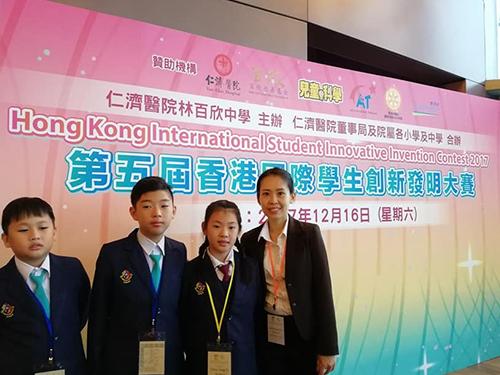 岑翠詩(右)與發明組學生香港仁濟醫院林百欣中學準備參賽。