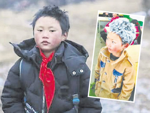 王福滿在熱心人士的捐助下,終于能穿上羽絨服。(互聯網) 小圖:王福滿穿著單薄的衣服,頭頂雪花的照片,在網絡上引起轟動。(互聯網)