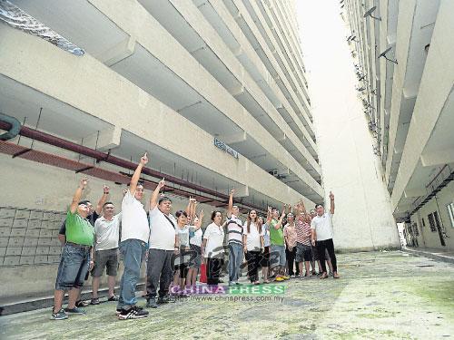 蕉賴老街場富英比安1組屋居民長期面對高空拋物問題,造成人心惶惶!