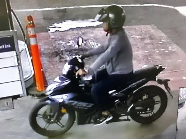 摩哆匪的樣貌被油站內的閉路電視拍下。