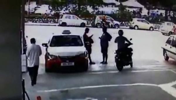 匪徒的一舉一動恰好被油站內的閉路電視全程拍下。