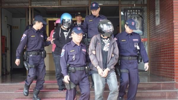 警方將5名大馬男女毒驢移送法辦。