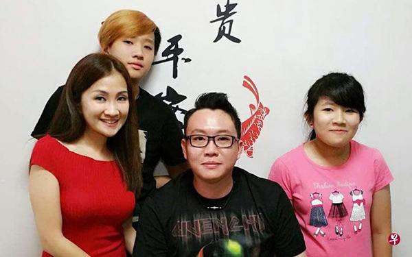 蔡建忠前年37歲生日時,與家人共同慶祝。(《聯合晚報》∕受訪者提供)