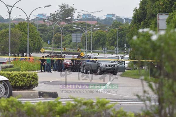 警方全面封鎖現場,戒備森嚴,不讓公眾趨近。