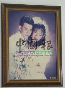 割脈不成的男女嫌犯的恩愛結婚照。