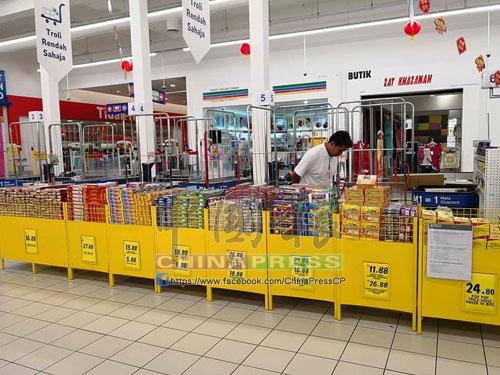 馬來西亞特易購已證實獲得准證,可以在霸市分行內擺賣鞭炮和煙花。
