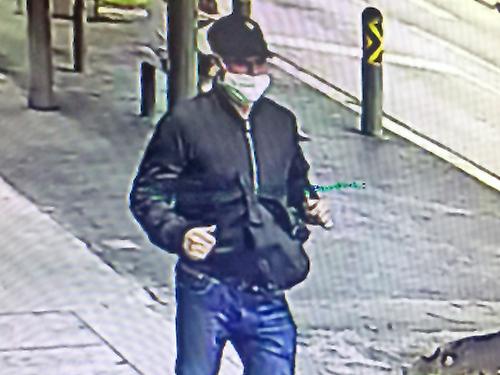 男劫匪逃走時被電眼拍下。(警方提供)